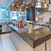 興奮の坩堝と化すカウンターキッチンが魅力の美食空間