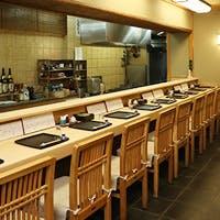祇園四条から徒歩5分 お客様と織りなす和やかな雰囲気の店内
