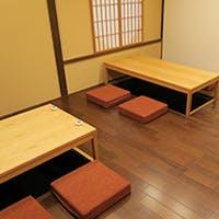 京都駅からほど近く、七条堀川東に位置する木のぬくもりを感じる大人の空間。