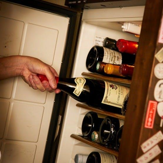 店内に2台、ワイン通もうなる充実のワインセラー