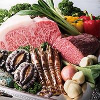 お気軽にお愉しみいただける黒毛和牛のステーキや海の幸の鉄板焼