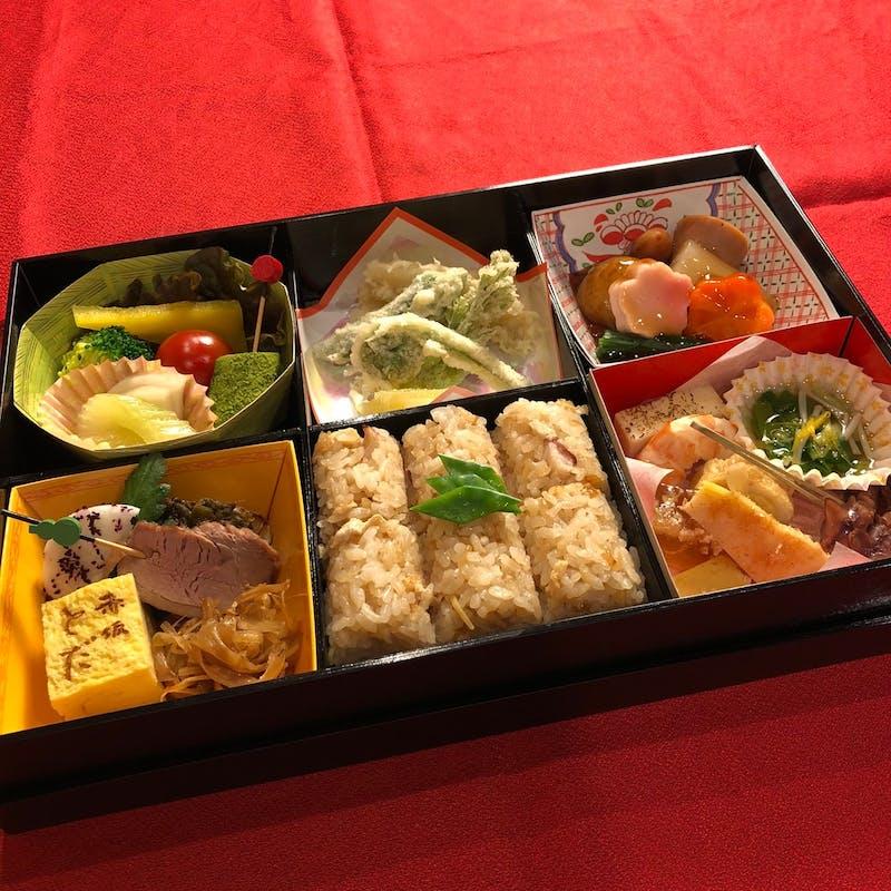 【懐石出前弁当 六つ割り】前菜・焼物・煮物など(テイクアウト専用プラン)