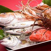 山形牛や市場直送の天然の新鮮魚介類や有機野菜など全国選りすぐりの食材を吟味