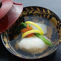 京都仕込みの若き料理長の感性が注ぎ込まれた、季節の美味に舌鼓