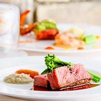 旬の食材や魚介類を中心にハーブや野菜をたっぷり使った南仏料理