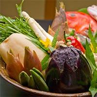 京都産を中心に、新鮮な食材を毎日市場で直接目で見て仕入れ