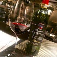 ワインも常時100種類以上を取り揃えております