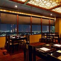 駅から直結のホテル最上階に立地。便利な場所で本格的な日本料理をお気軽に