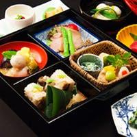 伝統の中に独自の手法が光る、端麗に京の風物詩を描く京料理