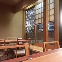 明媚な高瀬川のほとり 川のせせらぎを眺めながら京都の風情を愉しむ