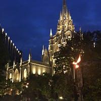 ロマンティックな大聖堂を眺めながら