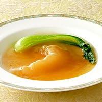 広々空間で味わう中国料理。ご家族でのお食事や記念日にも!シャトルバス利用が便利