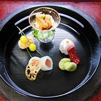大正時代のお屋敷でお庭を鑑賞しながら本格的な日本料理が味わえます