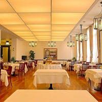 歴史的価値の高い「時計台」内にある本格フレンチレストラン