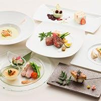 日本人が慣れ親しんだ醤油や味噌を隠し味にした、和テイストのお料理