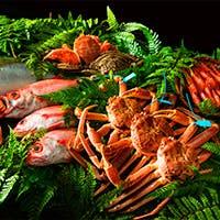この地ならではの食材を求め、金沢の郷土料理のみならず洋の東西を問わない新たな形