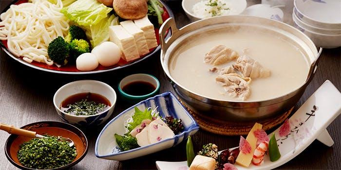 100年変わらぬ伝統の水炊きに舌鼓「新三浦 博多本店」