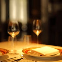 料理の味をよりいっそう引き立てるワインを経験豊かなソムリエが提案