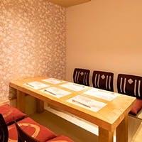 接待や会食、歓送迎会や忘年会など、各種宴会にぴったりな完全個室がございます