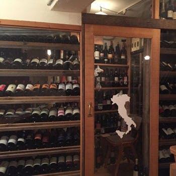 200種類以上のワインを豊富に取り揃えております