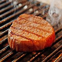 厳選した和牛肉や新鮮な魚介などの素材
