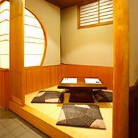 祇園の町並みにふさわしい、情緒あふれる和空間