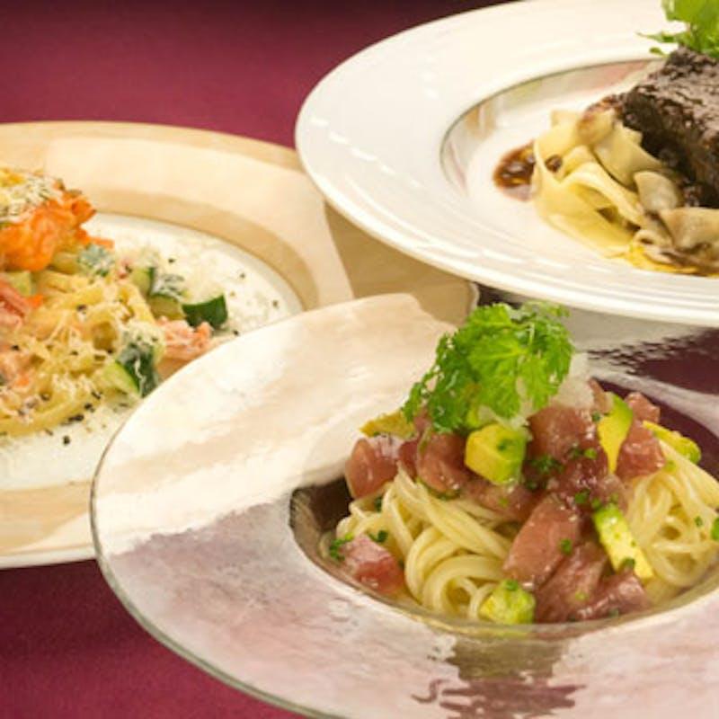 旬の食材を使用した前菜、パスタ、お肉料理、デザートなど