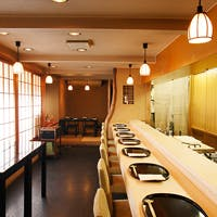 八坂の塔の下 連日盛況の京料理店