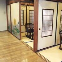 古き良き純日本風の個室でゆったりとお寛ぎください