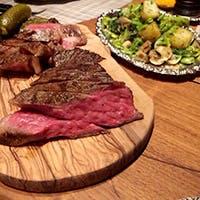 オーナー自ら厳選した国産牛。究極に潔く、肉の旨さを表現