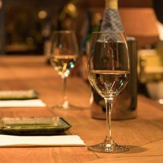 ワイナリー直輸入のイタリアワイン、割烹とのペアリングをお愉しみください。