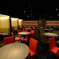 恵比寿駅前、最大230席の広々ダイニングレストラン