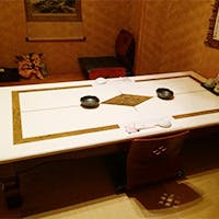 接待に最適の個室席は、琉球畳の敷かれた和室と洋室を用意