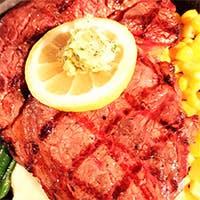 大阪・牛肉卸の老舗店より直送の塊肉を徳川材の薪で焼くブッチャースタイル