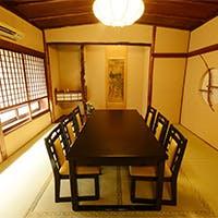 昭和の木造建築をそのまま活かした温かみのある個室