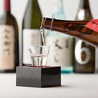 旬を大切にした日本全国の地酒を常時30種類以上取り揃え