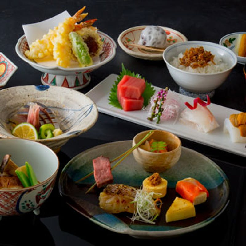 【割烹会席みやび】前菜3種、造り3種、焼物、天ぷらなど全8品+選べる1ドリンク(ラッキーdays)