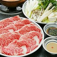 料亭時代の味を引き継ぐ、極上和牛のすき焼きとしゃぶしゃぶ