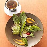 シェフ 寺田和史による四季折々の京都産野菜を取り入れたフランス料理
