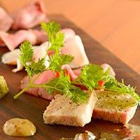 絶品の肉料理とソムリエ厳選ワインのマリアージュ