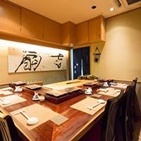 銀座で寿司を食す、洗練された和空間