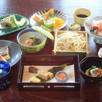鎌倉の自然を感じながら、季節の会席料理を