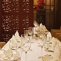 洗練された華やかな空間が会食の場を和やかに演出