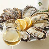 国産/海外産の厳選された素材のみを提供。通年で美味しい生牡蠣に出会えるお店