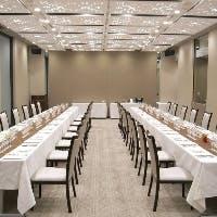 最大24名様まで収容可能な個室、40名様まで対応可能なパーティールーム