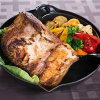 目の前で調理するシェフズライブキッチンで、出来立て熱々のお料理で贅沢なひとときを