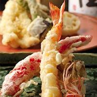 """お好み""""天ぷら""""と魚がウリのカジュアルな和風バル。日本酒からワインまで"""