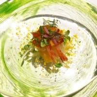 厳選された食材の持つ個性を、開放感溢れる空間でゆったりと楽しむ