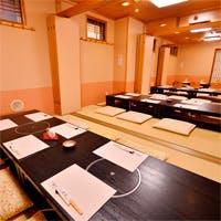 優雅な個室や、様々なシーンでご利用いただけるテーブル席がございます