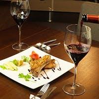 シェフはソムリエでもあり、素材にこだわった多彩なアラカルトと厳選ワイン